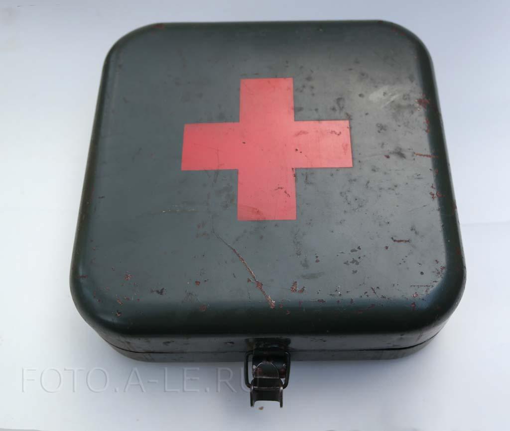 Аптечка, металлическая коробка. СССР